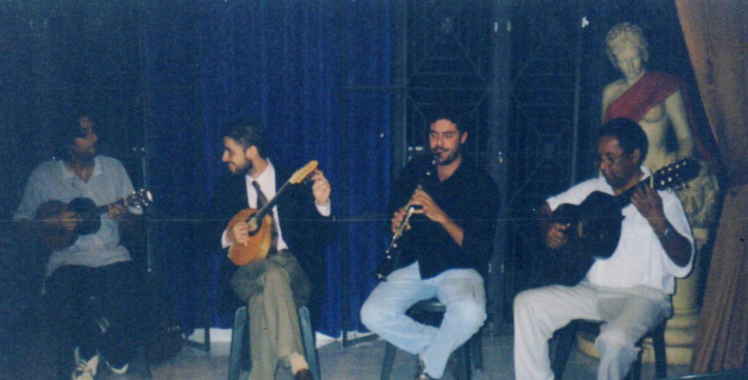 Roda organizada por Danilo na praça Benedito Calixto, com Fabrício Rosil, Alexandre Ribeiro e João Macacão